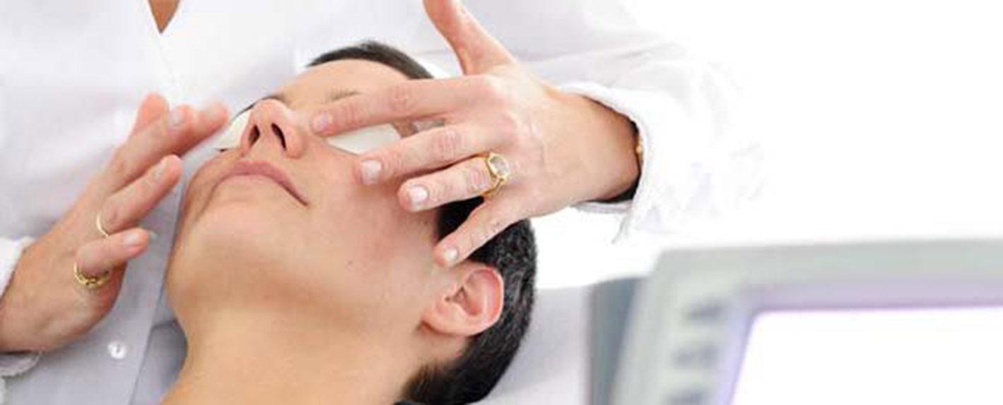 Figurbehandlung und medizinische Kosmetik unter anderem Aknebehandlung, Fett weg Spritze Cellulite/Cellulitis